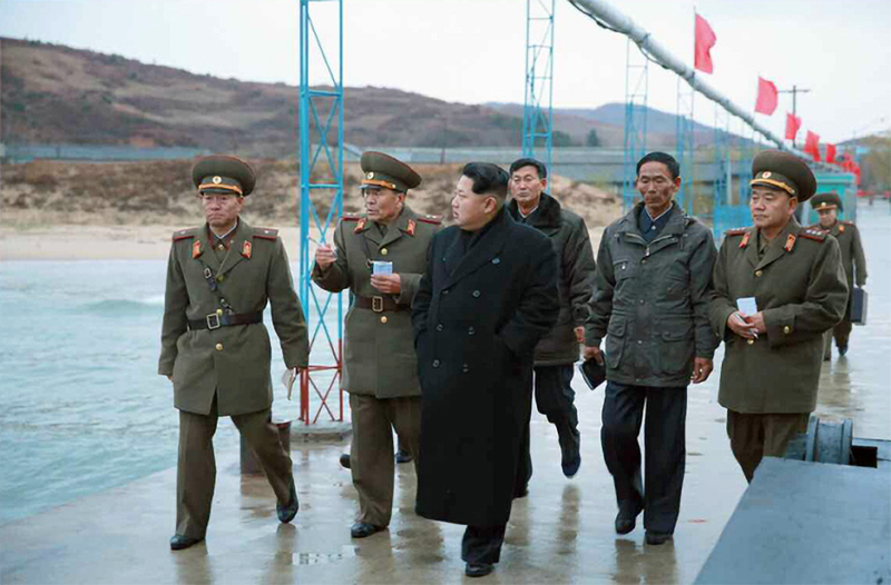 Kim Jong-un walking along the original wharf at Fishery Station No. 15 prior to its expansion (Rodong Sinmun, November 25, 2015).