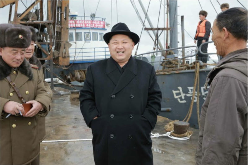 Kim Jong-un in front of the Daanpoong No. 5 (Autumn Foliage No. 5) fishing boat of Fishery Station No. 15 (Rodong Sinmun, December 15, 2016).